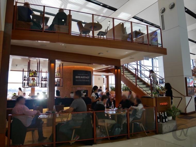 シドニー国際空港のカフェ。